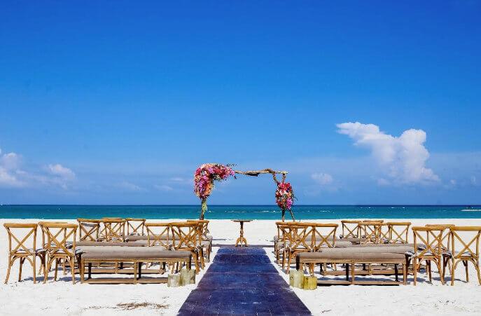 Minimalistic and colorful wedding